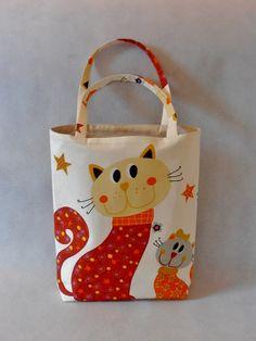 Dětská taška - kočky Jednoduchá látková taška přes rameno či do ruky Je vhodná do školky, na hračky, nákupy........ Taška je ušitá ze 100% bavlny zahraniční výroby,podšívka je smetanová bavlna tuzemské výroby.Taška je vyztužená vlizelínema uvnitř je malá kapsička. Velikost 33cm x 28cm, dno 6cm, uši 40cm. Praní v pračce na 40°C a vyžehlit. Na objednání mohu ...
