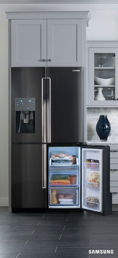 Stock up on supplies for a healthier 2016. The convertible fridge-to-freezer compartment in the Samsung 4-Door Flex Refrigerator means you can store enough homemade soup to make it through the winter months.
