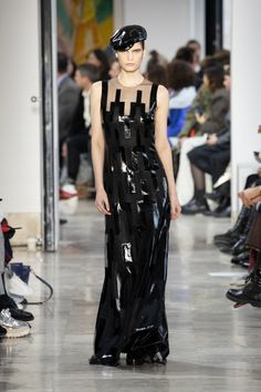 Akris : l'élégance est un art Fashion Week, Skirt Fashion, Face Wrap, Stretch Pencil Skirt, Ribbed Cardigan, Velvet Jacket, Silk Wool, Silk Crepe, Sheath Dress