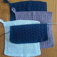 Politikergarn — Bikubemønsteret var lidt for omstændeligt til. Diy Projects To Try, Crochet Projects, Knit Dishcloth, Drops Design, Crochet For Beginners, Paper Dolls, Wood Crafts, Pot Holders, Knit Crochet