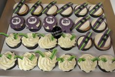 Ski-ing and snowboarding 21st birthday cupcakes from The Manchester Cakehouse! LOVE it