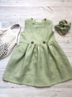 A selection of dresses for summer. Ideal for breathing Toddler Girl Outfits breathing Dresses iDeal selection Summer Frocks For Girls, Toddler Girl Dresses, Little Girl Dresses, Baby Dress Design, Baby Girl Dress Patterns, Little Girl Fashion, Kids Fashion, Linen Dress Pattern, Kids Frocks Design