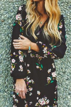 Sweet dreams are made of the Sweet Peonies Navy Floral Print Maxi Dress! A colorful floral print parades down a surplice bodice and a maxi-length wrap skirt. Style Work, Mode Style, Style Me, Hippie Look, Looks Street Style, Looks Style, Look Fashion, Fashion Beauty, Womens Fashion