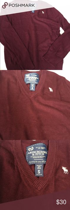 🐴Abercrombie and Fitch men's size small sweater Abercrombie & Fitch dark red v neck sweater. Gently worn and I've been wearing this as a woman's sweater (fits like a loose medium or large). Gives a cute menswear vibe! Abercrombie & Fitch Sweaters V-Necks