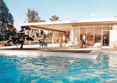 The Maslon House in Palm Springs, designed by Richard Neutra Palm Springs Houses, Palm Springs Style, Richard Neutra, Style Villa, Bungalow, Casa Retro, Mid Century Exterior, Modern Pools, Decoration Inspiration