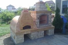Outdoor fireplace and pizza oven....I want one