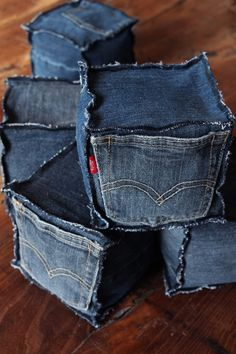This could make one heck of a useful sewing pin cushion! -- Make adorable jeans cubes - 20 Amazing DIY Denim Ideas Diy Jeans, Recycle Jeans, Repurpose, Jean Crafts, Denim Crafts, Fabric Crafts, Sewing Crafts, Sewing Projects, Sewing Diy