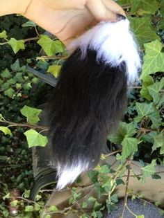 D.I.Y. fox tail made from acrylic yarn. I don't know what I'd do with this, but the tutorial is quite inventive. Next year for Halloween, perhaps?