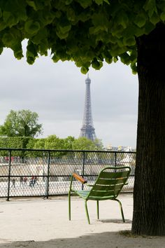 Sitting in the sun in the Jardin des Tuileries (Paris, France)