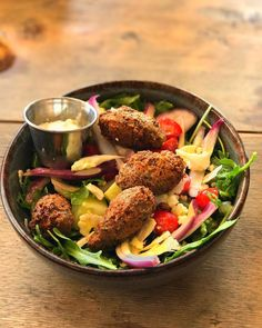 LVE this salad from @contigoaustin!! The Sea Island Red Pea Felafel with arugula cucumber cherry tomato shaved cauliflower fried chickpea tahini & tzatziki is the perfect lunch!