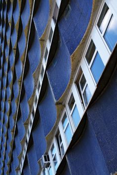 office building, Wrocław (PL), 1979, Z. Dmowski,Z. Nasterski, K. Oziewicz.jpg (foto Leszek Golubiński via flickr)