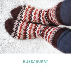 ruskasukat Knitting Charts, Knitting Socks, Knitting Patterns, Knitwear, Heaven, Slippers, Ideas, Tejidos, Knit Socks