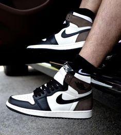 Nike Jordan 1 Retro High Dark Mocha #chaussures #baskets #sneakers #nike #jordan #airjordan #mocha #aj1 #shoes Latest Sneakers, Retro Sneakers, Casual Sneakers, Casual Jeans, Casual Shoes, Sneakers Nike Jordan, Baskets, Jordan Shoes For Women, Girls Basketball Shoes