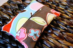 Tissue Cozy to keep  your tissues lint free in your bag #tutorial #craft