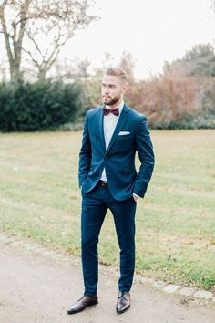 Hanna & Julian: Winterhochzeit in Burgund. A portrait of the groom on his outdoor wedding day. You are in the right place about Country Outfit bar Here we offer you t Casual Groom Attire, Casual Grooms, Groom And Groomsmen Attire, Groom Outfit, Country Groom Attire, Men Casual, Blue Suit Wedding, Wedding Dress Men, Perfect Wedding Dress