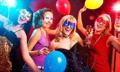 Planning to host a birthday party for your teenager?Need some creative birthday party ideas for teens? Check the best ones to entertain your teen's friends. Birthday Party Tables, Birthday Party For Teens, Teen Birthday, Birthday Balloons, Happy Birthday, Presents For Bff, Facebook Birthday, Teenage Parties, Teen Friends