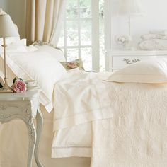 CLASSIC I BEDROOM I WHITE I femenine