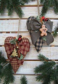 Christmas hearts using different sized plaids! Christmas Hearts, Prim Christmas, Christmas Sewing, Christmas Makes, Homemade Christmas, All Things Christmas, Christmas Holidays, Christmas Gifts, Christmas Decorations