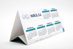 Plantilla gratuita de calendario triangular de sobremesa 2016