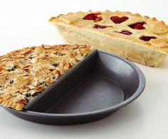 Please every palate at your table by baking multiple deserts at once using the 2-in-1 pie pan. The innovative design of this cooking utensil makes it possible to bake 2 halves of pie at the same time so there's no compromising on desert.