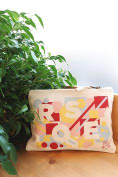 """Pochette """"Rose"""" vendue pour Octobre Rose 2018. 2€ reversés à la lutte contre le cancer du sein. Pochette Rose, Bags, Fighting Cancer, Breast Cancer, Pink October, Search, Handbags, Dime Bags, Totes"""