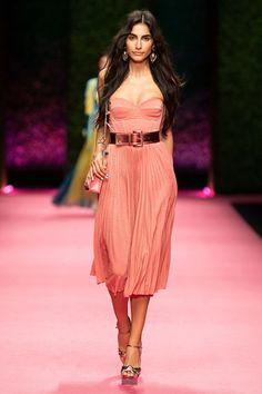 Elisabetta Franchi Milano - Spring Summer 2019 Ready-To-Wear - Shows - Vogue. Runway Fashion, Fashion Show, Womens Fashion, Fashion Trends, Moda Coral, Coral Fashion, Mode Rose, Summer Lookbook, Fuchsia