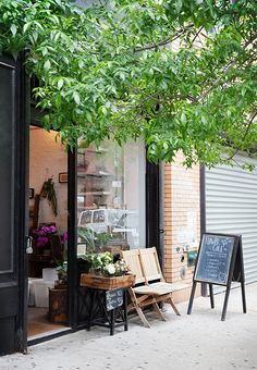 One flower shop we have a major crush on: Flower Girl NYC.