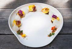 Ristorante La Siriola – San Cassiano (BZ) / Raviolo liquido al Graukase, ragu di anatra, petto di quaglia, schiuma al cumino e petali di cipolla bianca