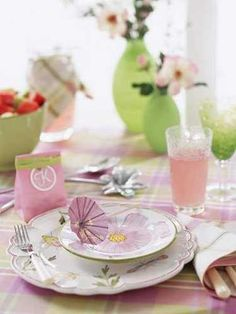 pink and green colors for table decoration