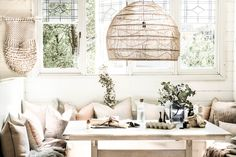 Living.cz - Víte, na co se zaměřit při nákupu dekorací? Interior Design Jobs, Cafe Interior, Bohemian Chic Home, Beach Cafe, Urban Chic, Boho Look, New Builds, Curtains, Living Room