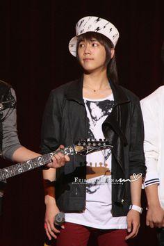 090520// Lee hongki at Kyungin Women's University Festival Concert (source: picture).