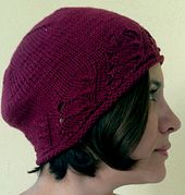 Per Camel o Donegal, un cappellino anni '20. Modello in italiano Ravelry, Knitted Hats, Valentino, Winter Hats, Beanie, Knitting, Pattern, Fashion, Tricot