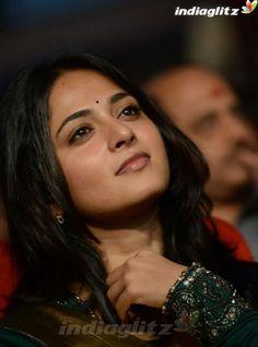 Rekha Actress, Anushka Photos, Telugu Cinema, Indian Celebrities, India Beauty, Actress Photos, Beauty Women, Close Up, Beautiful People