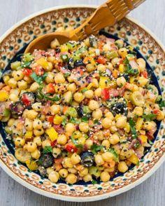 Cizrnový salát je plný výrazných chutí, vůní a hlavně bílkovin! Cantaloupe, Cheesecake, Food And Drink, Low Carb, Fruit, Vegetables, Fitness, Cheesecakes, Vegetable Recipes