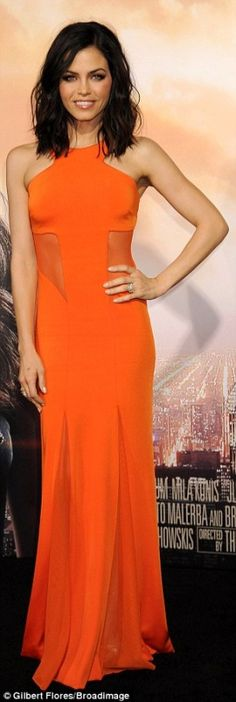 Jenna Dewan Tatum's orange gown, jewelry, handbag, and shoes? Dress – Cushnie et Ochs Shoes – Stuart Weitzman purse – Rauwolf Jewelry – Kimberly MacDonald Jenna Dewan, Brunette Lob, Orange Gown, Redhead Girl, Red Carpet Fashion, Trendy Hairstyles, Beautiful Dresses, Gorgeous Dress, Strapless Dress Formal