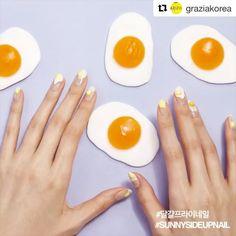 [#유니스텔라트랜드✌🏻️] #오늘네일뭐하지? #푸드네일 #달걀프라이네일 #매거진네일 #foodnails #magazinenails #grazia #unistella #daily_unistella #daily_uninails  #NOTD💅🏻 ✔유니스텔라 내의 모든 이미지를 사용하실때 사전 동의, 출처 꼭 밝혀주세요❤  #Repost @graziakorea with @repostapp ・・・ #그라치아푸드네일  #달걀프라이네일  꼬끼오🐔 #정유년 의 해가 떴습니다! 여러분 떡국 한그릇 드셨나요?  #닭의해 를 맞아 #그라치아 와 #네일아티스트 #박은경 @nail_unistella 💅🏻 이 함께한 푸드네일 5탄은 바로 #달걀프라이네일 입니다. 반숙 완숙! 도톰한 #셀프 #젤네일 로 완성할 수 있죠. 자세한 하우투를 보고싶다면 그라치아 1월호(통권 제 86호)와 공식 홈페이지에서 확인 하세요💅🏻(www.smlounge.co.kr/grazia)  #nail #art…