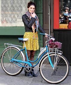 Ashley Greene, Love everything about this outfit by rowena Retro Bicycle, Retro Bikes, Cycling Outfit, Cycling Clothing, Cycle Chic, Bicycle Women, Cool Bicycles, Boho Look, Autumn Winter Fashion