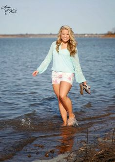 10 ways to get your Senior pictures noticed on Pinterest, girls, clothes, posing, happy, cheer