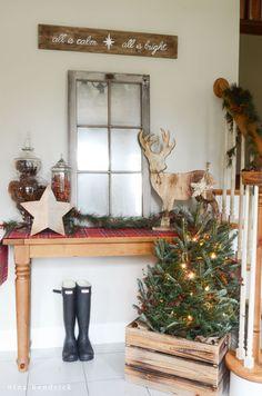 Christmas Home Tour | Rustic and Cozy Christmas Holiday Decor Inspiration from @nina_hendrick