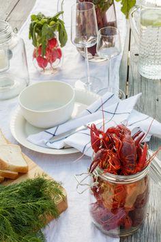 Kodin1, Skål! Nyt herkutellaan ravuilla #rapujuhlat #elamanikoti Seafood Party, Seafood Bake, Low Country Boil, Kiss The Cook, Party Entertainment, Chinese Food, Delish, Entertaining, Dinner