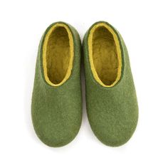 Comfy women's felted wool slippers/ DUAL all green by Wooppers woolen slippers/ eco home shoes/ felt house slippers/ warm slippers for her by Wooppers on Etsy