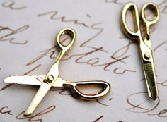 Vintage Metal Scissor Charm, Gold, 32mm or 1 1/4 inches long, Open and Close (3)(F-291)(L-31)