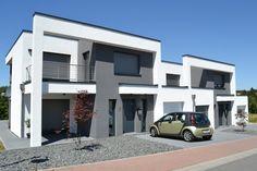 #Wohnhaus in der #moderne #Architektur im #Bauhausstil mit #Flachdach als #Einfamilienhaus, #Doppelhaus oder #Kettenhaus in energiesparende Bauweise von LR Architekturstudio.