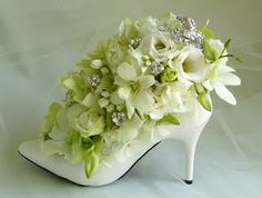 High Heel Flower Centerpiece, Flower Shoes, pretty gift for a bride and bride maids Deco Floral, Arte Floral, Flower Shoes, Flower Art, Ikebana, Decoration Originale, Decorated Shoes, Silk Flower Arrangements, Floral Arrangements For Funeral