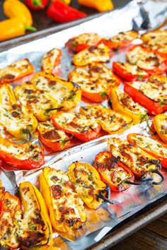 Bacon and Goat Cheese Stuffed Mini Peppers with Balsamic Sweet Chili Sauce Recipe : Mini sweet peppers stuffed with melted goat cheese and bacon served with a balsamic sweet chili sauce! Stuffed Mini Peppers, Mini Sweet Peppers, Grilled Stuffed Peppers, Chili Sauce Recipe, Sauce Recipes, Finger Food Appetizers, Appetizer Recipes, Dinner Recipes, Veggie Dishes