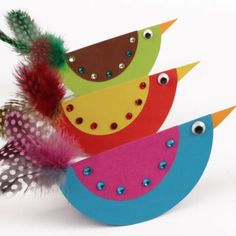 The paper birds that rock, Feather Crafts, Bird Crafts, Crafts To Do, Arts And Crafts, Animal Crafts For Kids, Diy For Kids, Crafts For Seniors, Paper Birds, Paper Plate Crafts