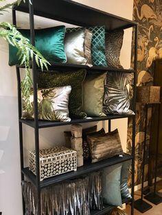 Prachtige kussens van Stoop Furniture, Claudi kussens, Chantal Keijser en Duran. Scatter Cushions, Throw Pillows, Decoration, Home Deco, Mumbai, Master Bedroom, Design Styles, Sweet Home, Lounge