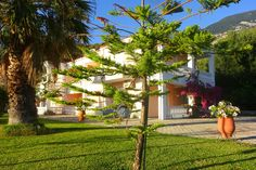 Welcome to Vivian Apartments on Kefalonia Island, Greece. It is a new built residence of 14 fully equipped apartments and studios capable of accommodating 2-4 people.
