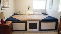 Decorate your room in a new style with murphy bed plans Giant Beds, Big Beds, Cama Murphy Ikea, Camas Murphy, Huge Bed, Family Bed, Cama King, Modern Murphy Beds, Bedroom Designs