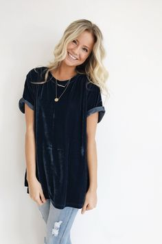 So my style: Midnight Blue Velvet Tee Rolled Short Sleeve Cuff Split Side Seams Loose Fit Model is + Wearing a S/M Looks Style, Looks Cool, Style Me, Real Style, Look Fashion, Autumn Fashion, Fashion Outfits, Fashion Advice, Street Fashion